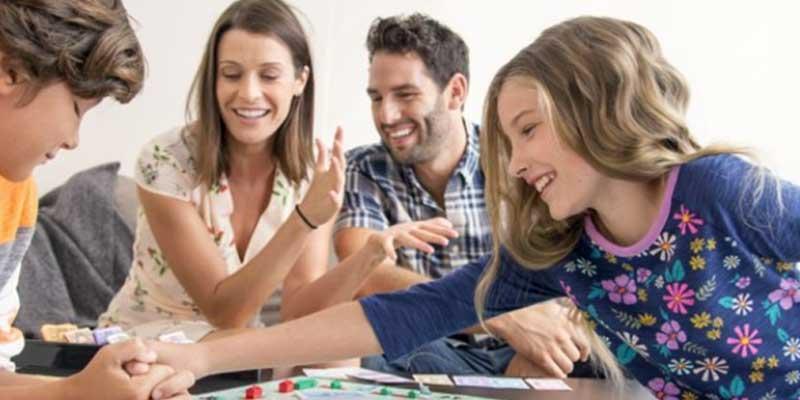 10 juegos en casa para divertirse en familia. ¿Jugamos?